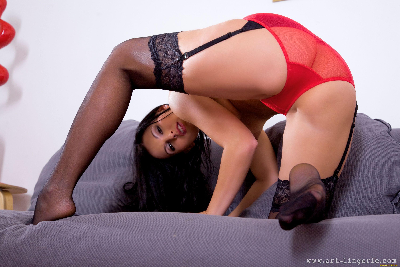Сексуальная девушка раздевается онлайн hd 18 фотография